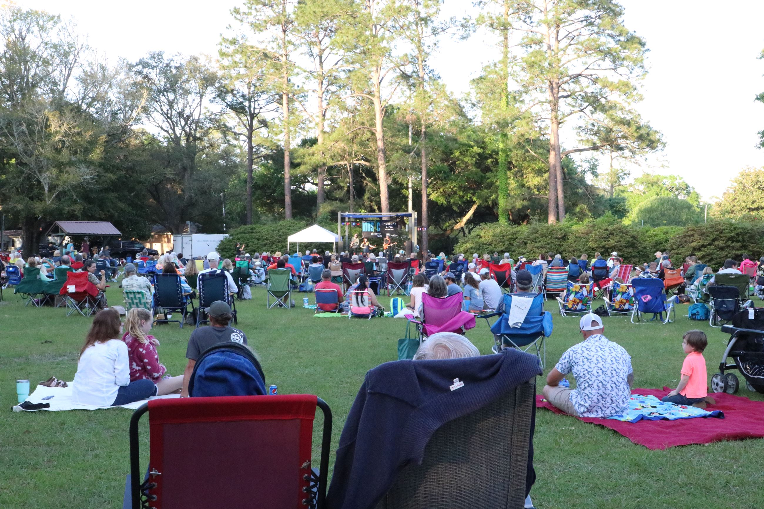 photo of the crowd at Music at Meyer Park